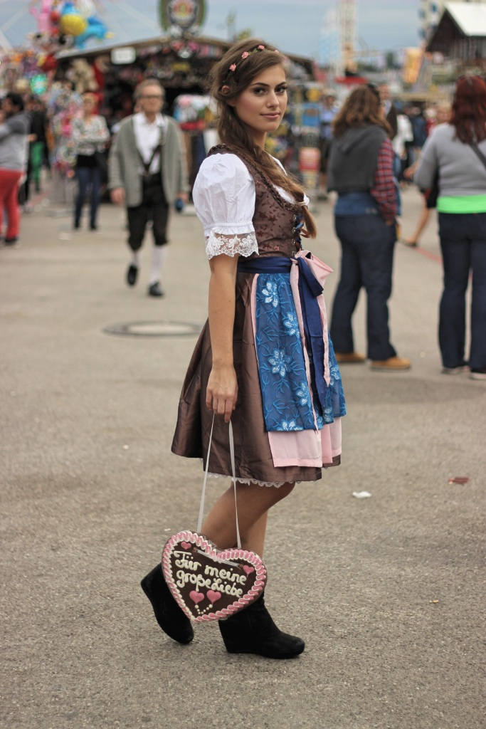 dirndl-fashion-wiesn-munich-oktoberfest